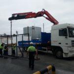 Elevación de maquinaria con camion grua
