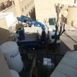 Elevación de maquinaria con camion grua pluma