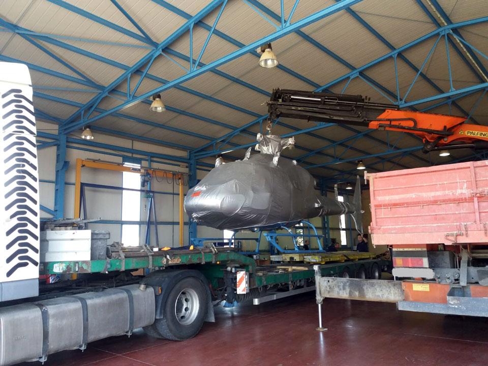 Elevación de maquinaria con camion grúa